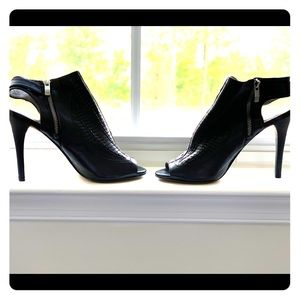 Black leather Vince Camuto high heels